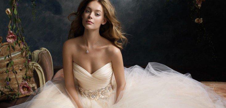 Esküvői ruhák különböző alkatokra