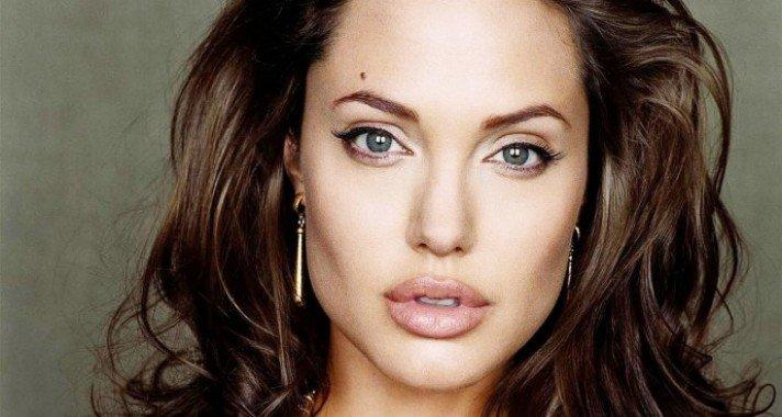 Isten éltessen Angelina Jolie!