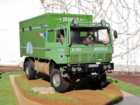 Expedíció egy Renault lakóautóval