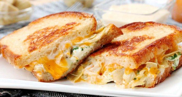 Grillezett sajt zöldségekkel és füstölt Gouda-mártással