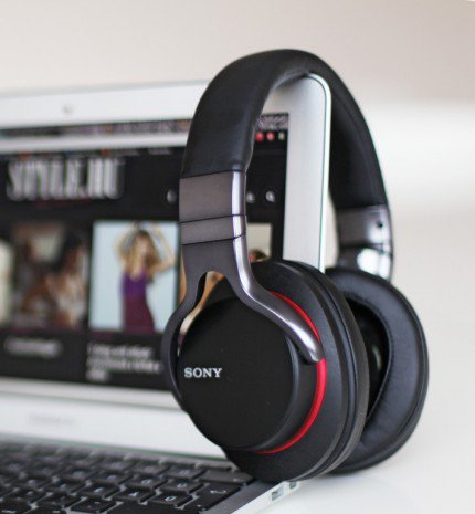 Okos fejhallgató a Sonytól
