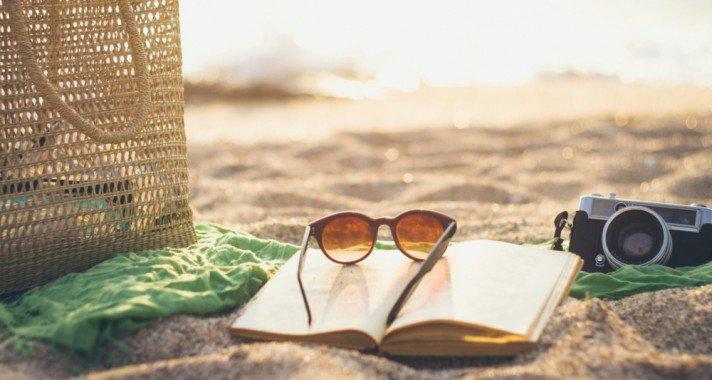5 könyv a női strandtáskákba