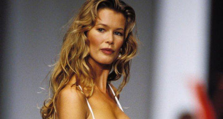 24 runway pillanat Claudia Schifferről, a '90-es évekből