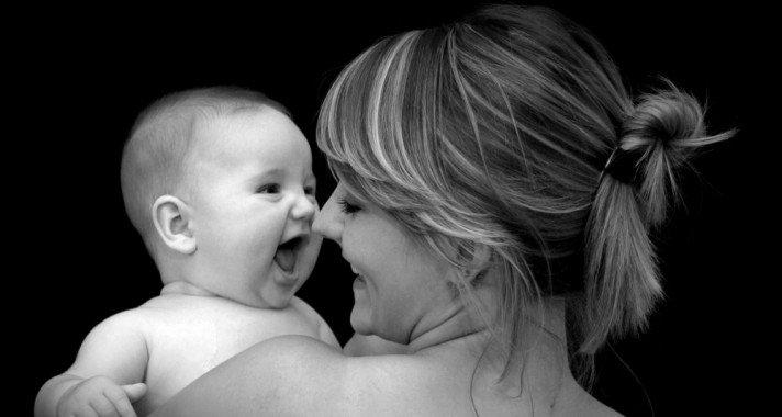 Anya születik