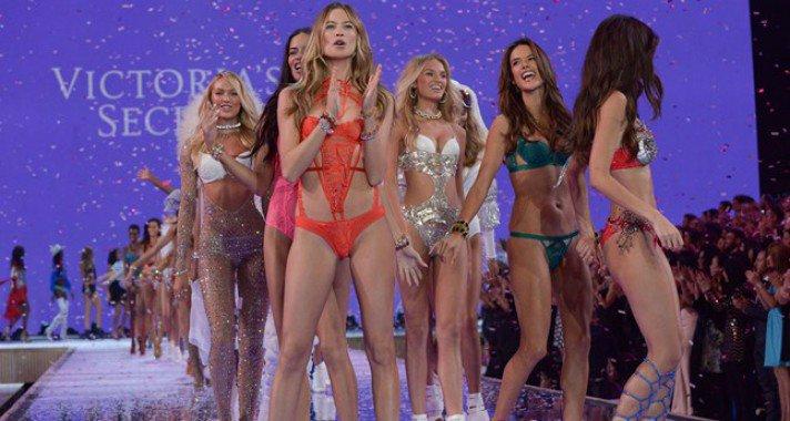 Kapcsolódj ki az ünnepi hajtásban a Victoria's Secret show teljes verziójával!