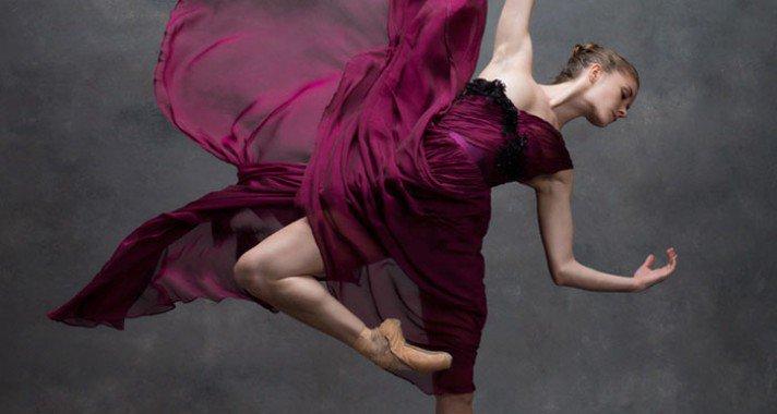 A mozgás művészete: Lélegzetelállító fotósorozat profi táncosokról