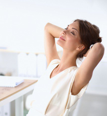 A 10 leghatékonyabb irodai nyújtógyakorlat, hogy felpezsdítsd a dolgos hétköznapokat